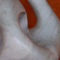 Femme à la cape (sculpture)